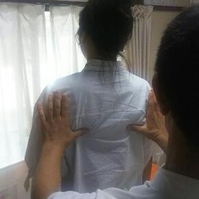 肩甲骨下端の高さ検査